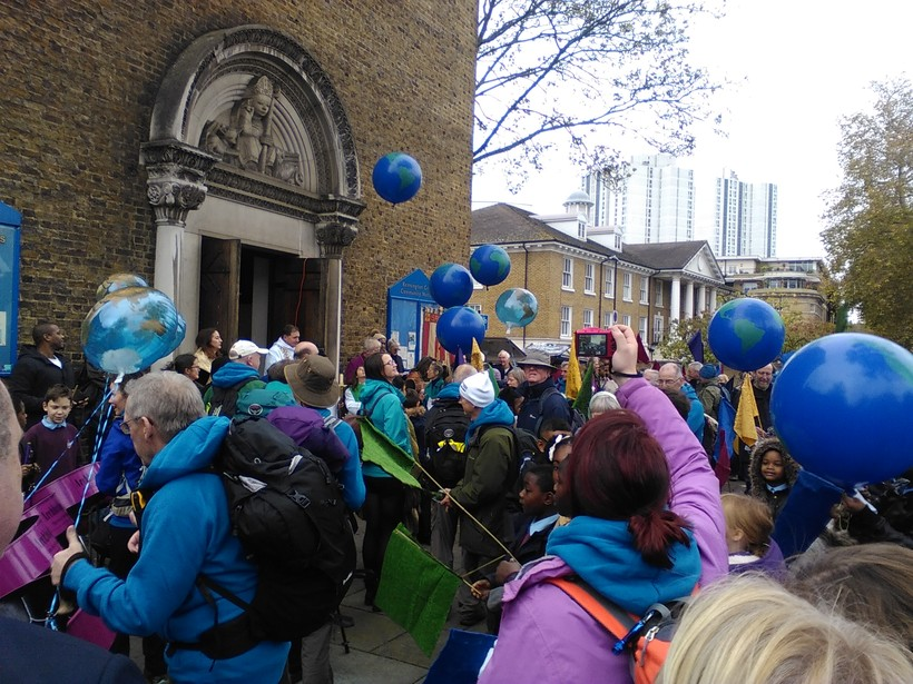 Pilgrims are greeted by school children in London
