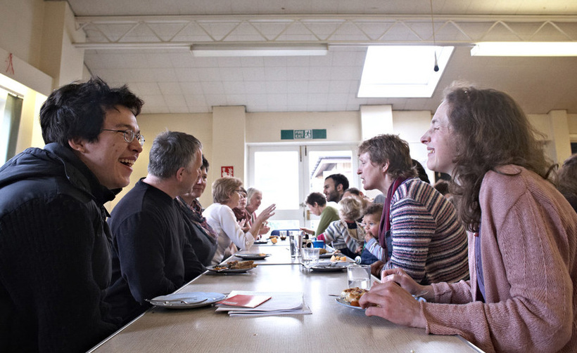 Food for Friends: a shared lunch at Carlton Hill Quaker meeting. Image: Mike Pinches for BYM